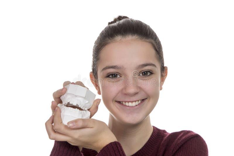 Ung flicka med ett nytt leende fotografering för bildbyråer