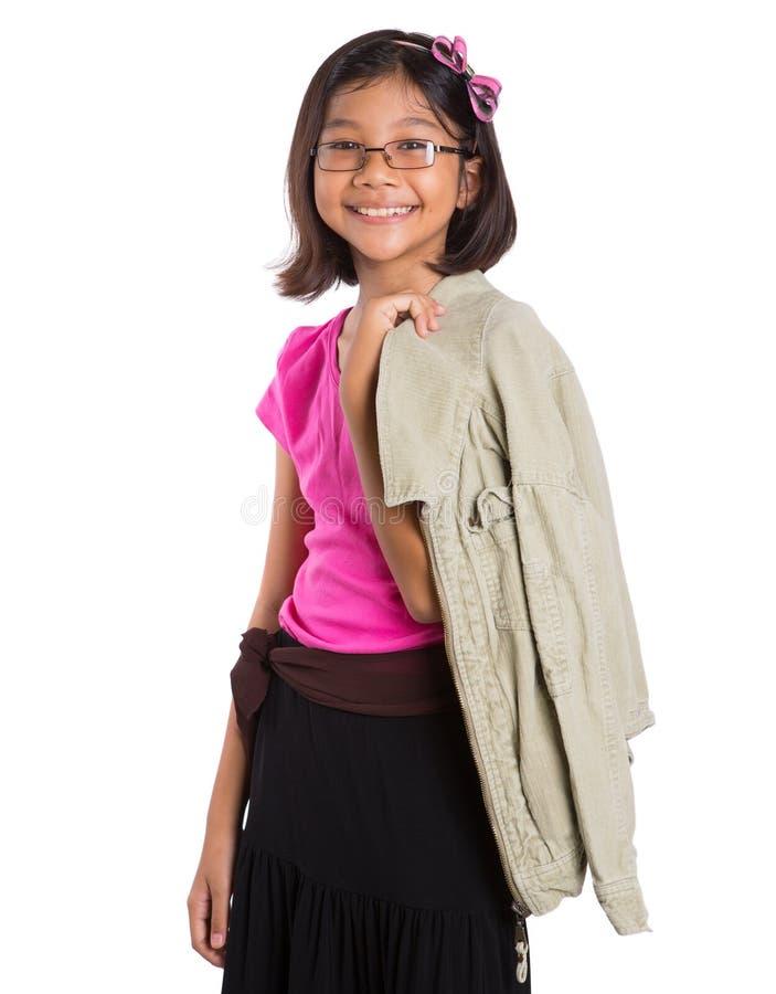 Ung flicka med ett omslag II royaltyfri bild