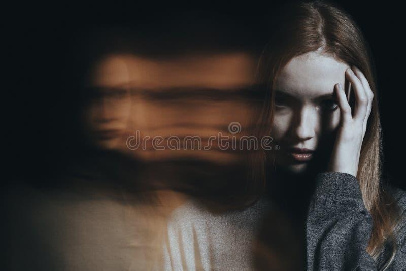 Ung flicka med hallucinationer royaltyfri fotografi