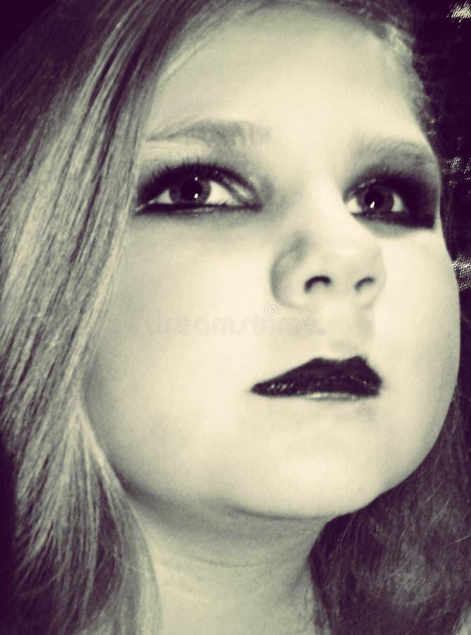 Ung flicka med makeup royaltyfri bild
