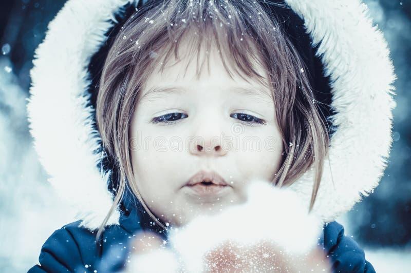 Ung flicka med snö royaltyfria bilder