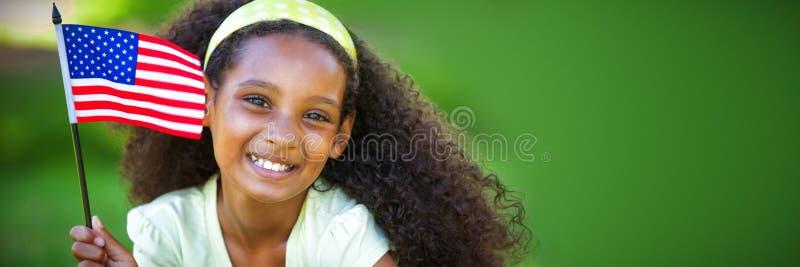 Ung flicka som firar självständighetsdagen i parkera arkivfoton