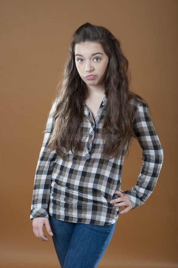 Ung flicka som uttrycker missnöje royaltyfri bild