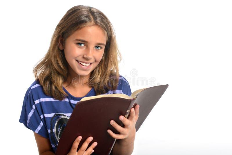 Ung flickaHoldingbibel arkivbilder