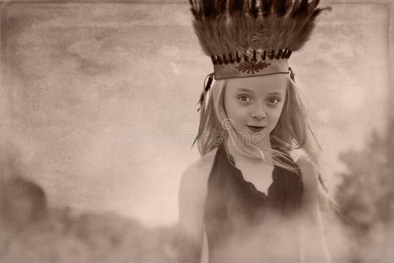Ung flickahuvudbonad royaltyfria bilder