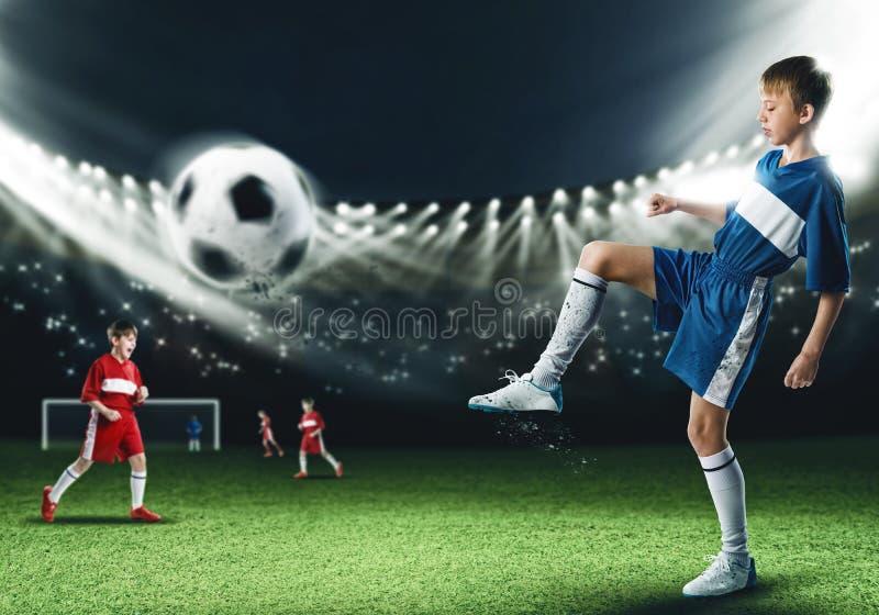 Ung fotbollmästare royaltyfri fotografi