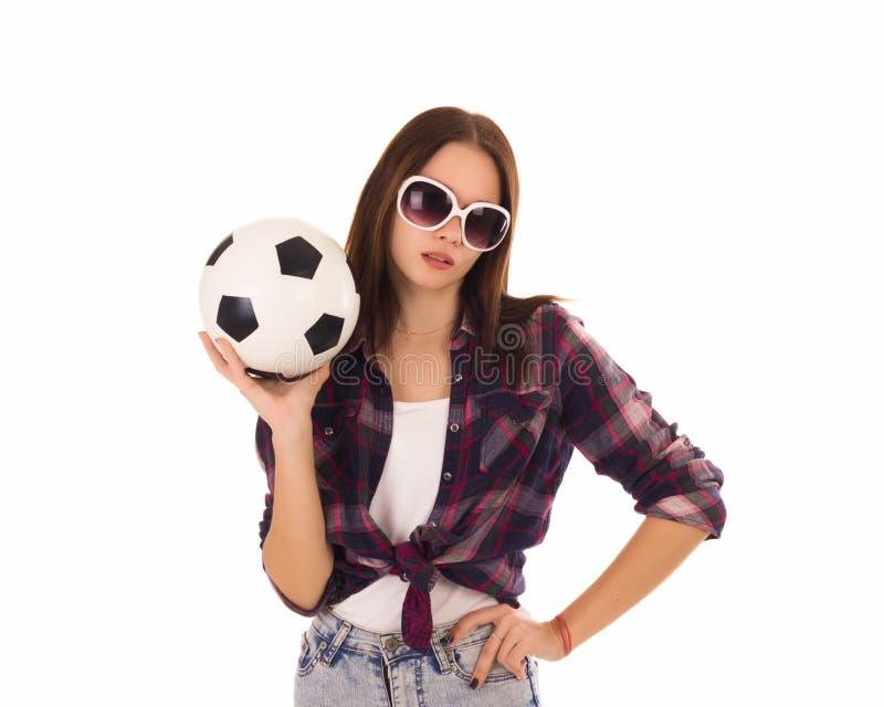 Ung gullig flicka med fotbollbollen, arkivfoto