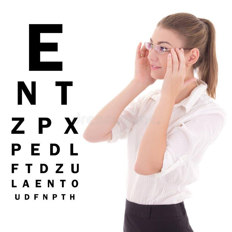 Ung härlig affärskvinna i exponeringsglas och iso för ögonprovdiagram arkivfoto