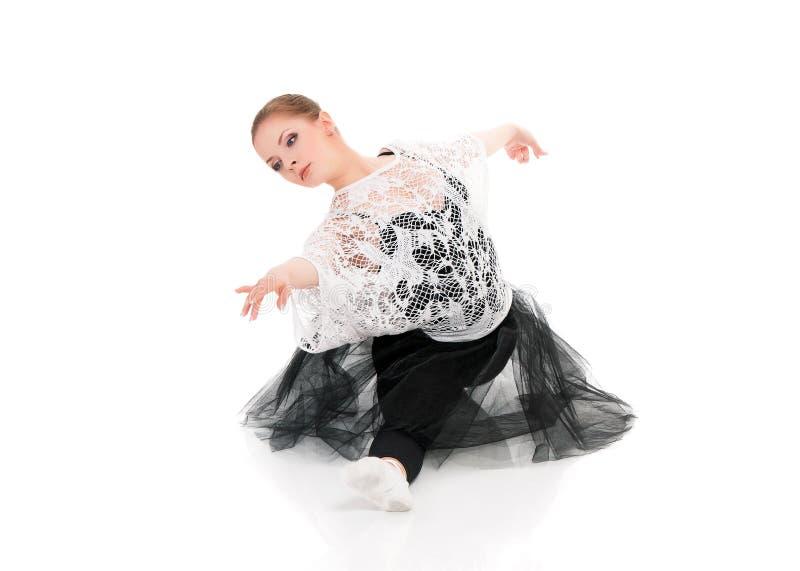 Ung härlig balettdansör royaltyfri bild