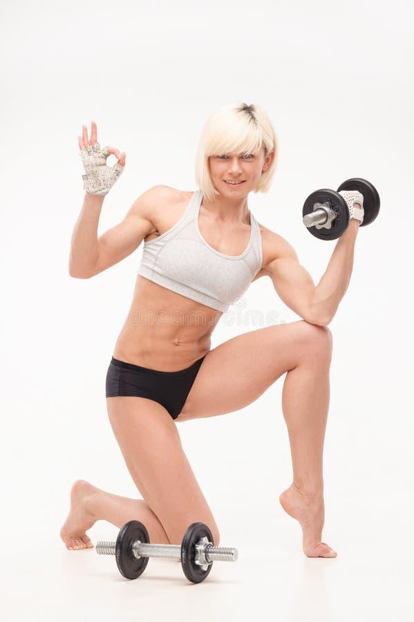 Ung härlig blondin med ett idrotts- diagram arkivfoton