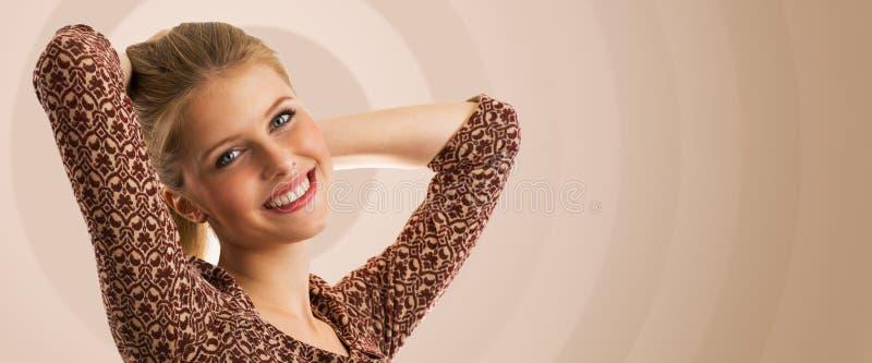 Ung härlig dans för tonårs- flicka royaltyfria foton