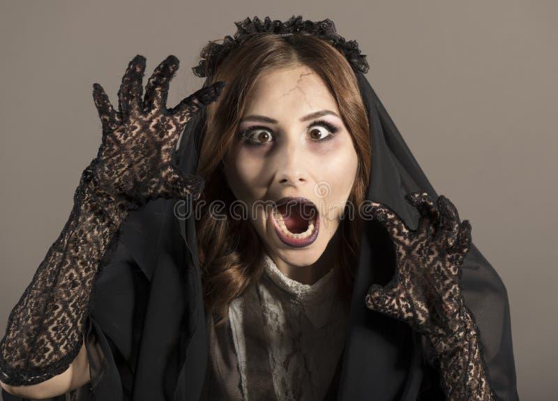 Ung härlig demonisk kvinnlig royaltyfria foton