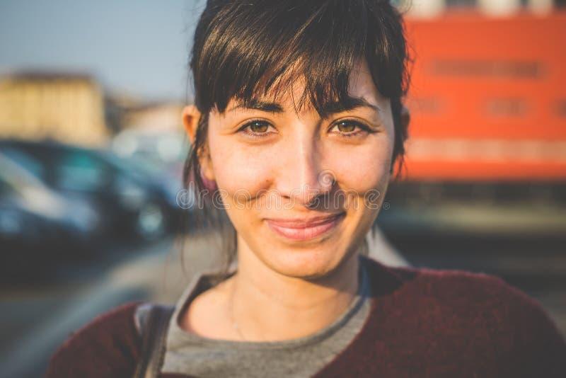 Ung härlig hipsterkvinna arkivbild