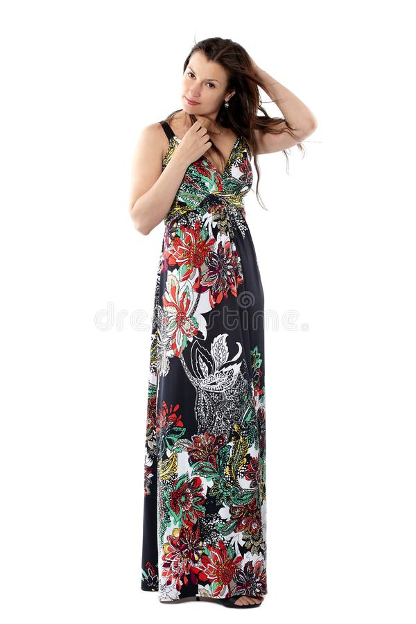 Ung härlig kvinna i sundress med färgrik blommamodell s royaltyfri fotografi