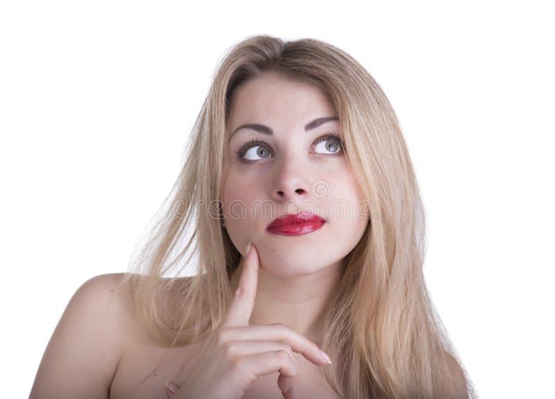 Ung härlig kvinna som är tänkande om något, isolerat på whit arkivbilder