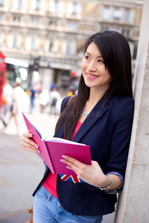 Ung kinesisk student royaltyfria bilder