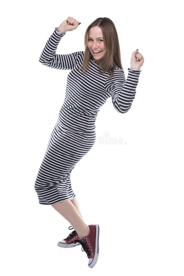 Ung kvinna för vinnare i den randiga klänningen, full längd arkivfoto