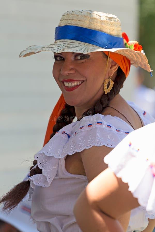 Download Ung Kvinna Från Costa Rica I Traditionell Dräkt Redaktionell Fotografering för Bildbyråer - Bild av dräkt, gemenskap: 76701549