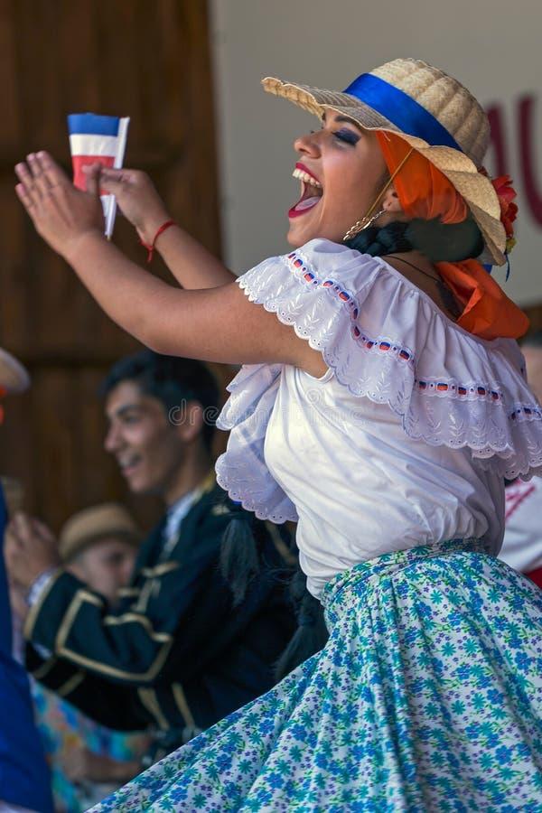Download Ung Kvinna Från Costa Rica I Traditionell Dräkt Redaktionell Arkivfoto - Bild av textur, kultur: 76701638