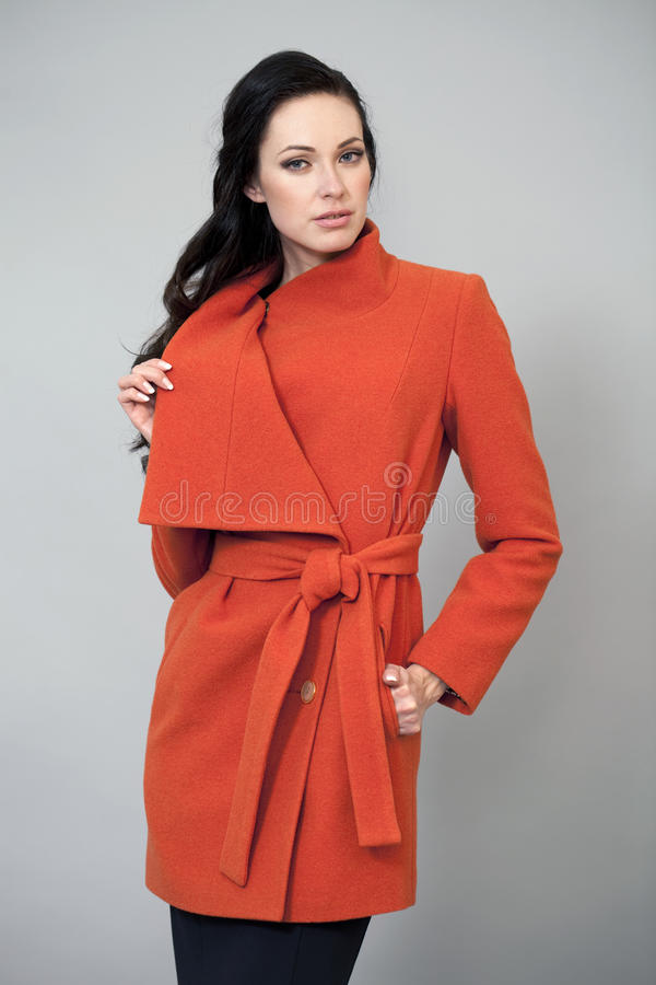 Download Ung Kvinna I Ett Ljust Orange Lag Arkivfoto - Bild av orange, gladlynt: 37345668
