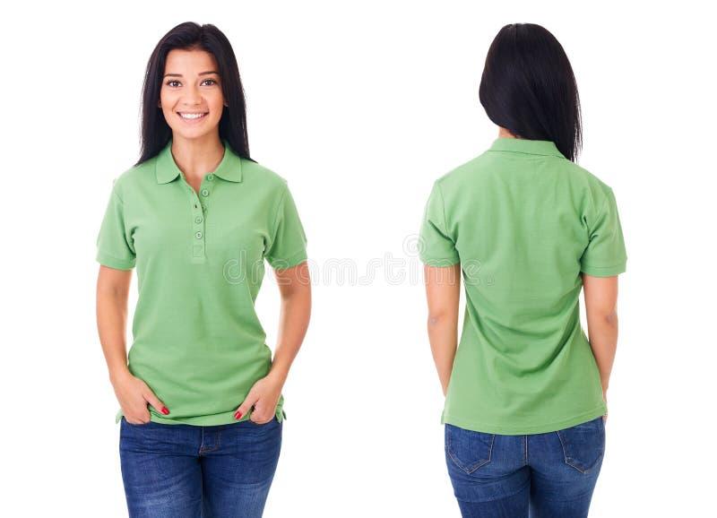 Ung kvinna i grön poloskjorta royaltyfria bilder