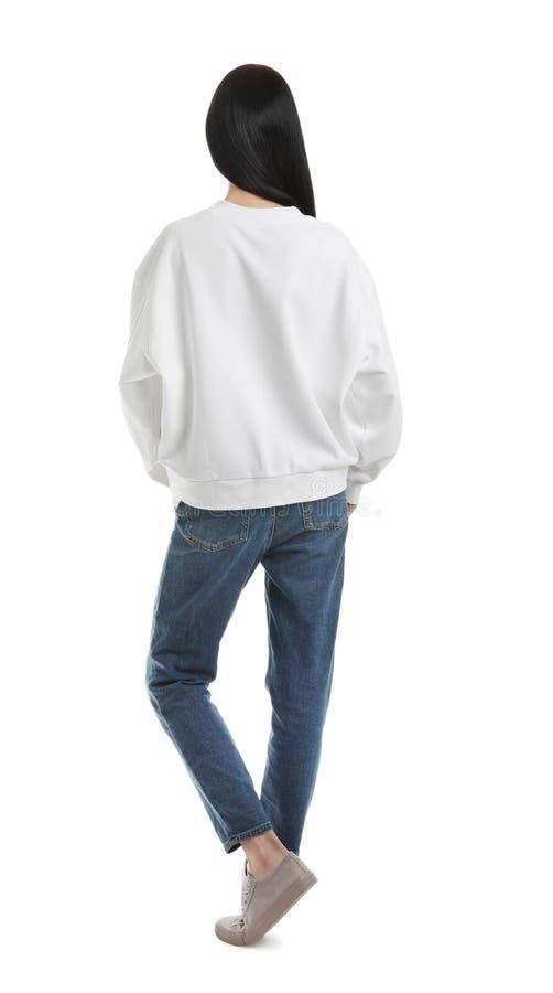 Ung kvinna i tröjan som isoleras på vit upp f?r design royaltyfri bild