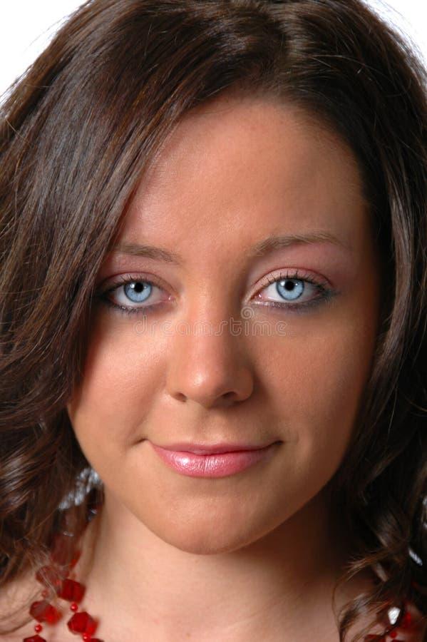 Ung kvinna med blåa ögon royaltyfria bilder