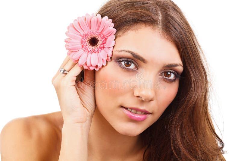 Download Ung kvinna med blommor fotografering för bildbyråer. Bild av stående - 27284467