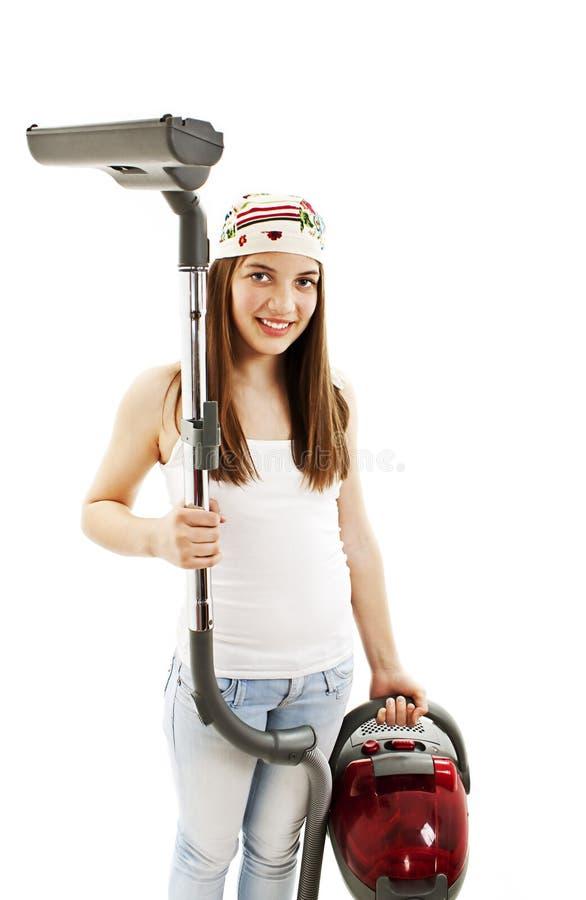 Ung kvinna med dammsugaren i händer royaltyfri bild