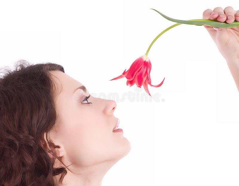 Ung kvinna med den rosa blomman arkivfoton