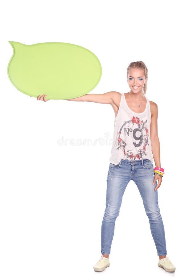Ung kvinna med det tomma brädebanret som isoleras på vit bakgrund royaltyfria bilder