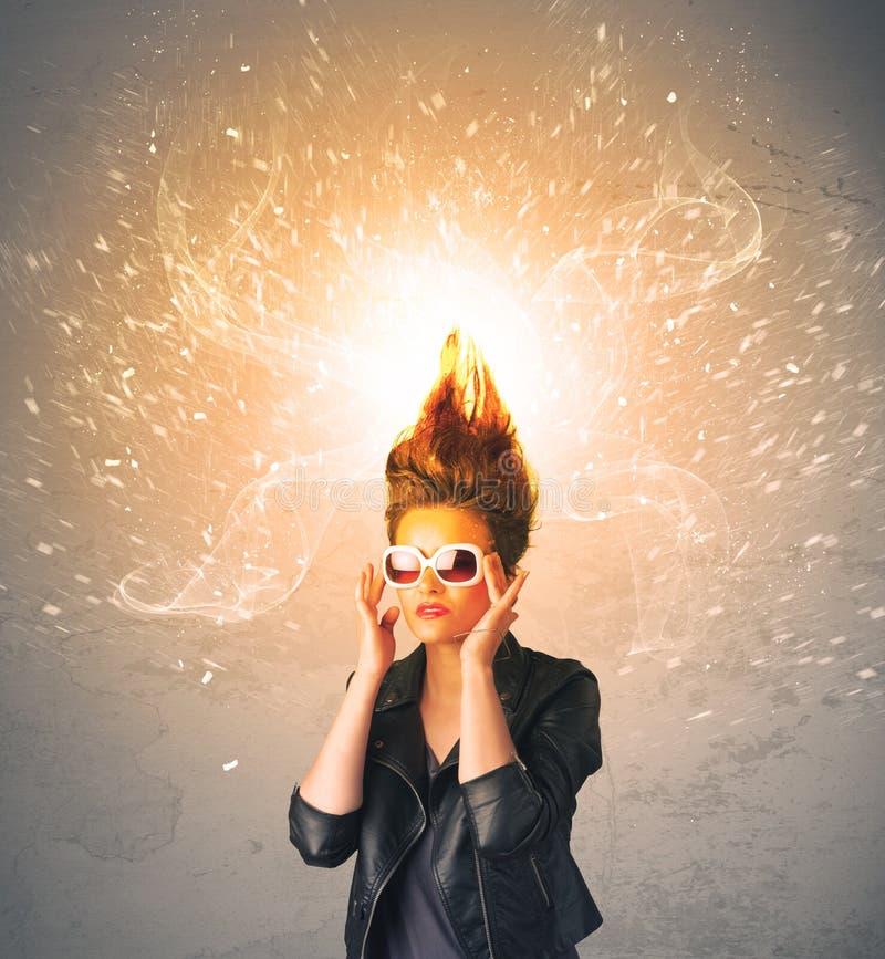 Ung kvinna med driftigt exploderande rött hår royaltyfri illustrationer