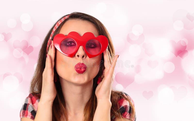 Ung kvinna med exponeringsglas arkivfoton