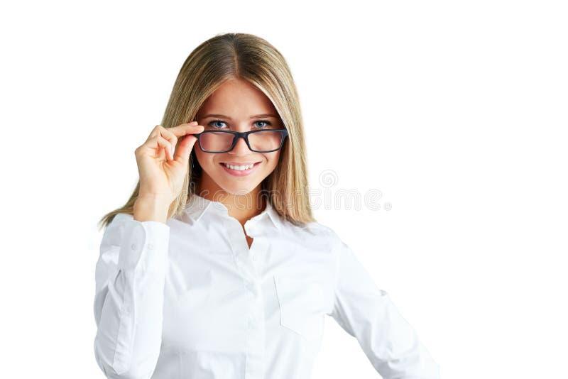 Ung kvinna med exponeringsglas som isoleras på vit royaltyfria bilder