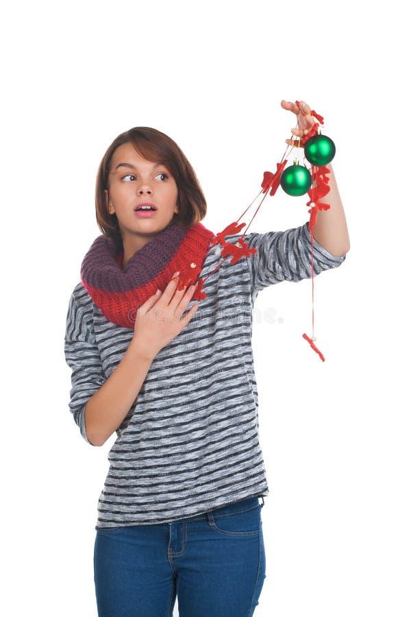 Ung Kvinna Med Julbollen Fotografering för Bildbyråer