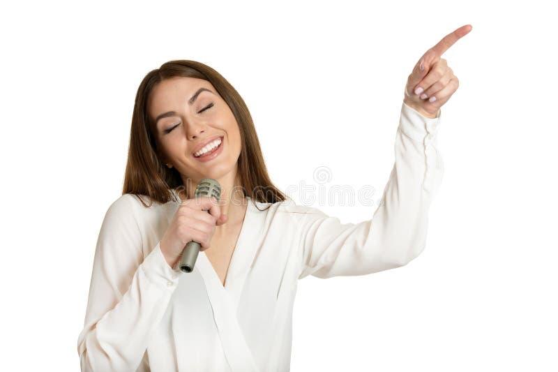 Ung kvinna med mikrofonen royaltyfria foton