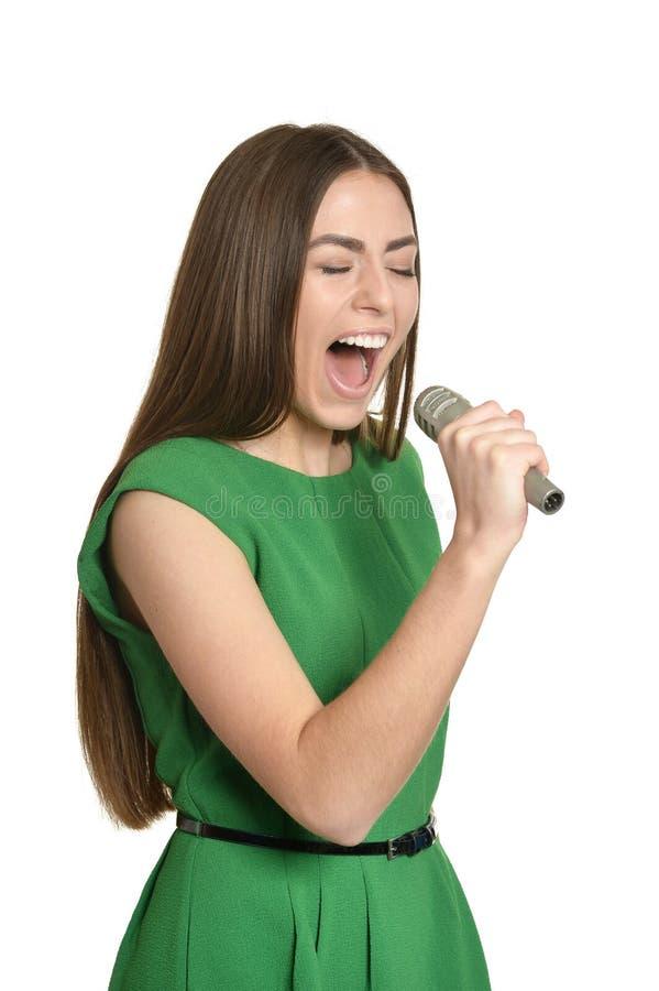 Ung kvinna med mikrofonen arkivbild