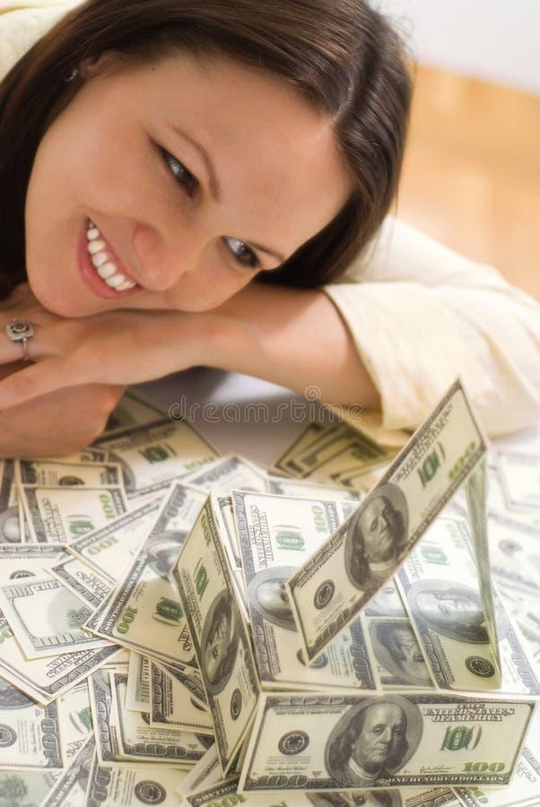 Ung kvinna med pengarna royaltyfri fotografi