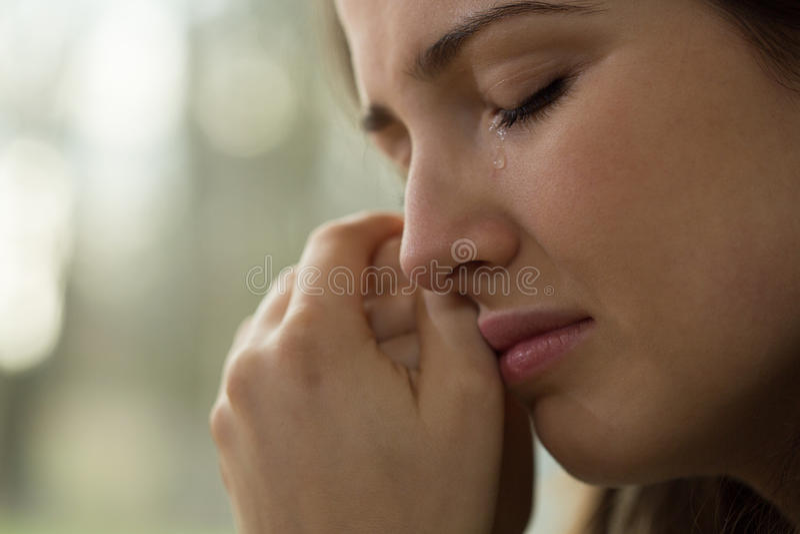 Ung kvinna med problem arkivfoton