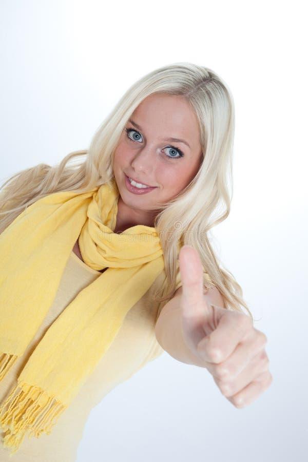 Download Ung kvinna med tumen upp fotografering för bildbyråer. Bild av scarf - 27282681