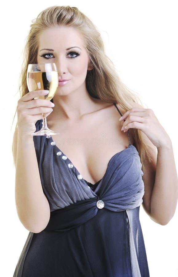 Ung kvinna med vineexponeringsglas royaltyfri foto