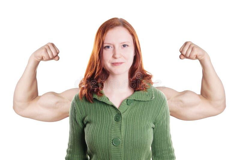 Ung kvinna som böjer muskler royaltyfri bild