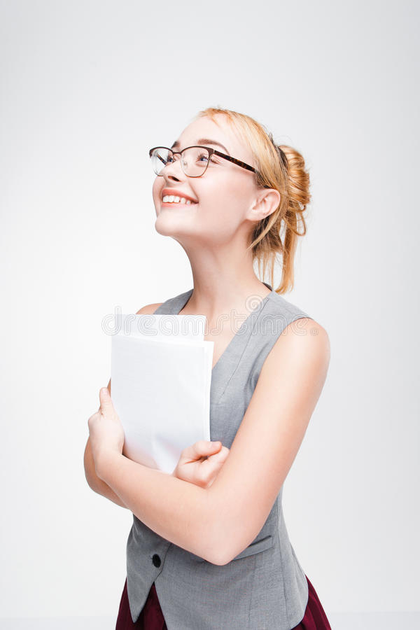 Ung kvinna som väntar med spänningen för goda nyheter royaltyfri fotografi