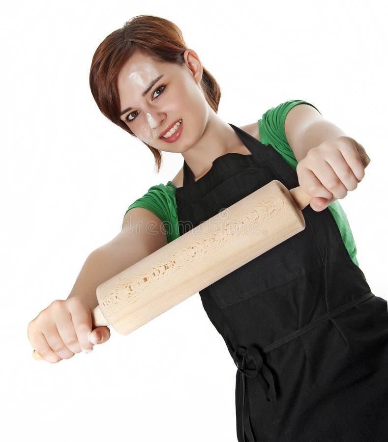 Ung kvinnamatlagning med en rulle royaltyfri foto