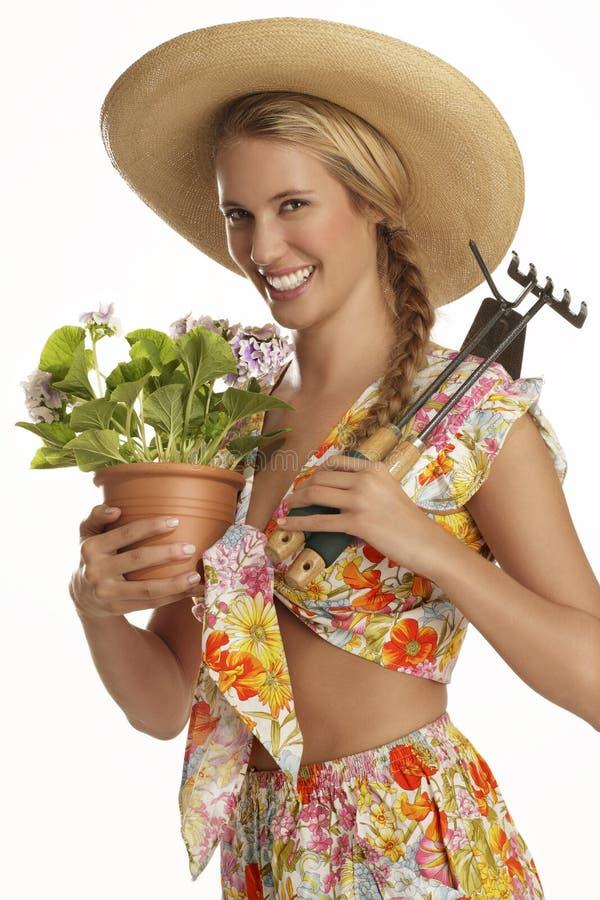 Ung kvinnaträdgårdsmästare royaltyfri bild