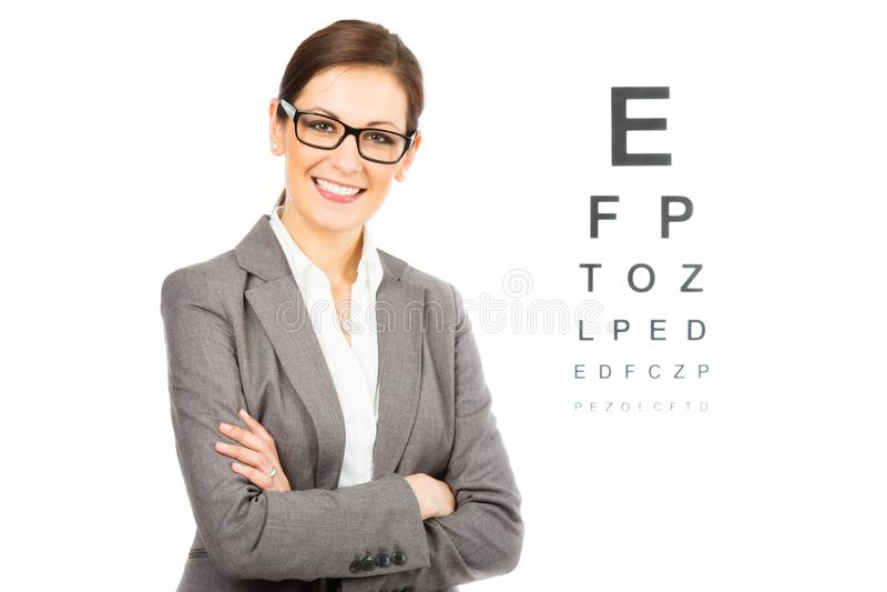 Ung kvinnlig optiker arkivbild