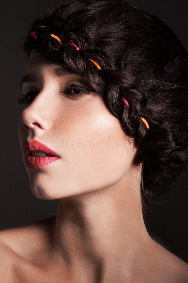 Ung kvinnlig profil royaltyfria foton