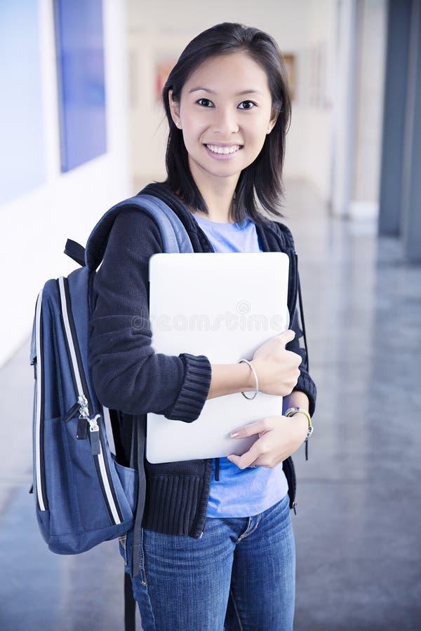 Ung kvinnlig student arkivfoto