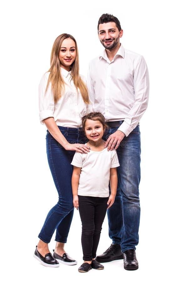 Ung lycklig familj på vit bakgrund arkivbild