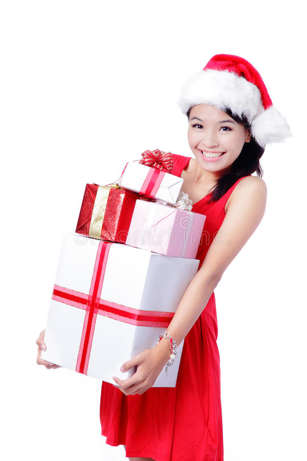 Ung lycklig julflicka som rymmer den enorma gåvan royaltyfria bilder